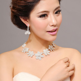Wholesale 2013 New Arrival Bridal Jewelry Beautiful Flowers Design Rhinestones Graceful Necklace with earrings Bridal Accessories K310