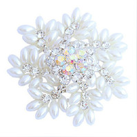 Wholesale Silver Plated Rhinestone Crystal and White Pearl Snowflake Christmas Pin Brooch