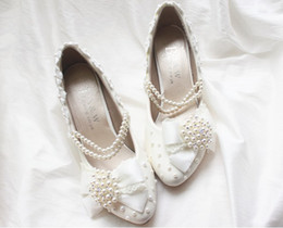 Wholesale 2013 New White Lace Bridal Wedding Shoes Beads Wedding Dress Bridesmaid Shoes Hasp Slipper