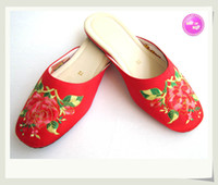 Wholesale 2013 Personalized Handcrafted Cheap Slippers with Flowers Embroidery High Quality Manmade Leather Sole Lightweight Breathable Indoor Sandals