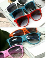 Wholesale 2013 Summer Fashion hot sale classic style sunglasses women and men modern beach sunglasses Multi color sunglasses