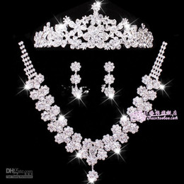 Wholesale Sexy Bridal Jewelry sets wedding accessories chain crown three suits wedding tiara bridal necklace set necklace