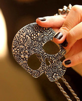 Popular Vintage Retro Carved Skull Pendant Necklace