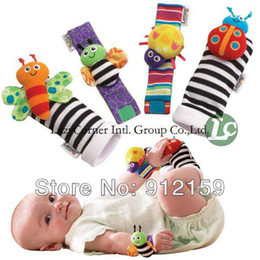 Promotion chaussettes lamaze hochet Gros - nouveau bébé jouets arrivée bébé hochet Lamaze peluche poignet Garden Bug Rattle + Chaussettes pieds 4 Styles