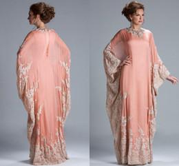 Wholesale Melocotón coral manga larga joya escote kaftan Dubai vestido gasa encaje mangas largas encaje equipado musulmana madre de los vestidos de novia JQ3309