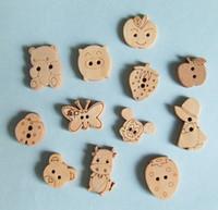 al por mayor costura de botones de dibujos animados-La venta al por mayor libre del envío mezcló el envío libre del botón de costura del paño de madera del botón de las historietas de los diseños