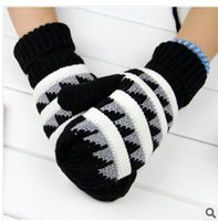 Wholesale The new winter upset even stripe splicing gloves G triangle needle stick winter gloves