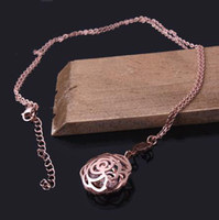 Women's Stainless Steel Cubic Zirconia Hollow out rose flower pendant necklace adorned with diamond zircons 18K rose gold finish high quality jewelry gift women short necklace