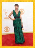 al por mayor cinta para el vestido de color verde oscuro-Sexy Encaje Negro Con Verde oscuro satinado Cap manga corta 65º Premios Emmy Sarah Hyland cinta con cuello en V vestido de noche de la celebridad Vestidos Vestido