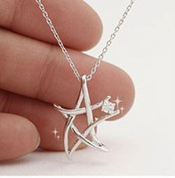 Wholesale Min order Japanese and Korean ladies fashion jewelry hollow hot flash diamond pentagram necklace x322