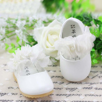 Wholesale Fashion Princess Shoes With Pearl Lace Flower Toddler Footwear First Walking Shoes Girls Dress Shoes Baby First Walker Shoes Casual Shoes