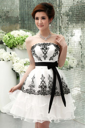 White Organza With Black Applique and Sash Tulle Back Zipper Sweetheart Bridesmaid Dresses Ruffle Short Cocktail Bridesmaid Dresses