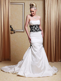 New Classic Taffeta Strapless Strapless Appliques Lace Black Appliques Trumpet Chapel Train Mermaid Wedding Dresses