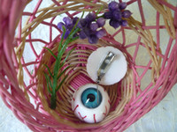 Wholesale Japanese Harajuku bloodshot eyeball eyeball jewelry brooch pin accessories punk collar