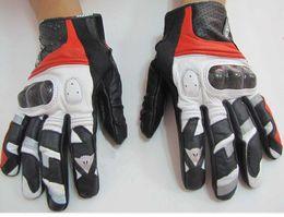 1 par La motocicleta caliente de los guantes de cuero de Denis de la venta / que compite con los guantes que envían libremente desde venta caliente de la motocicleta fabricantes