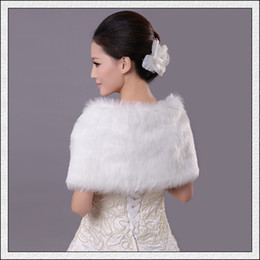 Wholesale 2014 New DHL Beauty Bridal Warps Sleeveless Warm Faux Fur White Red Crystals Snap Fastener Button WrapYJ