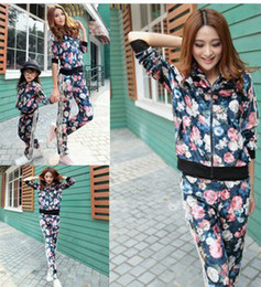 Wholesale 2 Set Women s Flowers Printing Deign Training Suit Lady s Sport Suit Set S1026