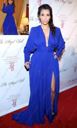 Promotion kim kardashian bleu robe de célébrité Kim Kardashian col en V profond à manches longues bleu royal fente latérale étage longueur tapis rouge Robes de Célébrités Robe du soir B01215