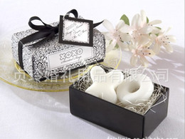 Wholesale Continental supplies wedding gift ideas wedding celebration back XO soap gift personalized Kiss