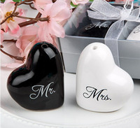 Wholesale New Arrival Heart Shaped quot Mr Mrs quot Ceramic Salt Pepper Shakers for Wedding Favors Gifts Supplies