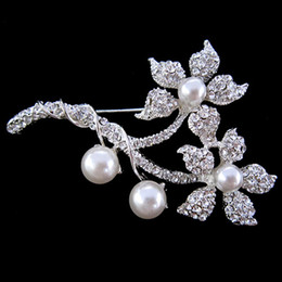 Wholesale Sparkly Silver Plated Diamante CZ Crystal Beautiful Flower Brooch for Wedding Invitation