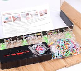 Las vendas de goma de las vendas de goma de los kits del telar del arco iris de la venta al por mayor 240set / lot los regalos más calientes del regalo de la Navidad de las pulseras del kit del telar de DIY desde banda de goma al por mayor del kit de pulsera proveedores