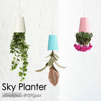 Faire des magasins Prix-4 couleurs 48pcs / carton Sky Planter Pendentif Pot de fleurs Upside-Down Plant Pot Home Office Shop Mall Decoration Nouveauté Article Brand New