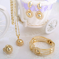 Wholesale European style jewelry set fashion necklaces for women hollow design with rhinestone beads fashionable gold bracelet A201