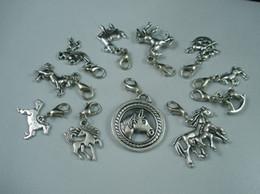 Descuento broches para los encantos MIC 110 Pcs Tibetana, Aleación de Plata Mezcla de Caballo Encanto Colgante Y Broche de pinza de Langosta b107