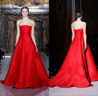 Reference Images Strapless Satin Glamorous Valentino Designer Runway Evening Gown Simple Style Empire Bright Red Satin Strapless Custom Made Formal Evening Dresses PRO217