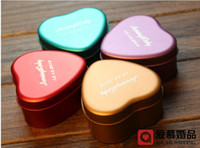 Wholesale 100Pcs Wedding Favors Six Color Personality Customization Name And Date Heart Candy boxes Tin Wedding Loverly Best Selling