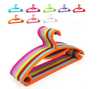 Wholesale 8 colors clothes hanger coat drying rack plastic hangers Rainbow non slip hangers high quality H149