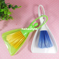 Wholesale B460 supplies Mini Desktop sweeping cleaning brush keyboard brush broom with a dustpan small packagesHA101