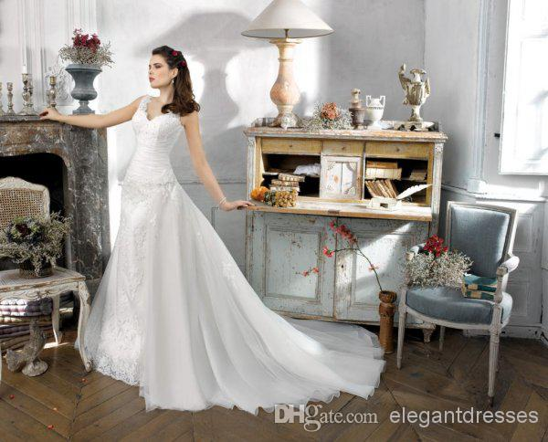 Romantic seascape wedding dress collocation