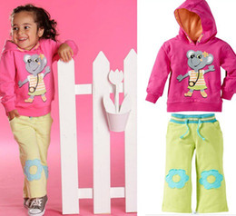 Wholesale 2013 new cute girls in pink baby suit Kangaroo hooded suit girl clothes set