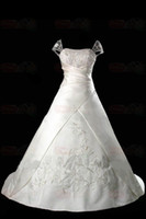 Wholesale wedding dress bridal gown Embroidery lace Sweep Brush Exquisite