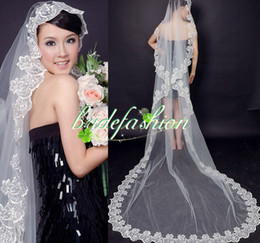 Wholesale fast shipping Bridal Veils Vintage long Colorful Tulle Wedding Bridal Veil Chaple Length Two Layer Applique