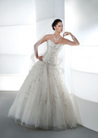 Wholesale Gorgeou A line Wedding Dresses Beaded Sweetheart Lace up Back Tulle Wedding Gowns Custom Made