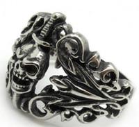 achat en gros de la lumière du mal-Grossiste Lots Hommes Lumière Argent Noir Evil Death Sword Crâne Cool Doigt 316L Anneau en acier inoxydable PUNK Gothique