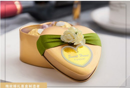 Wholesale 2014 Style Gold Color Hear Desgin With Flowers Candy Boxes Favor Holders Wedding Tin Boxes Hot Sale Style