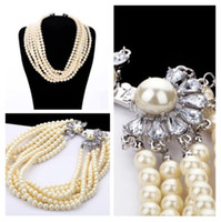 Wholesale Multilayered pearl necklace adorned with crystal flower buckle luxury rosary pearl short necklace fashion women choker high quality jewelry