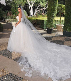 Wholesale KimKardashian New Best Sale Charming White One Tier Cathedral Bride Wedding Veil Custom Meters Long