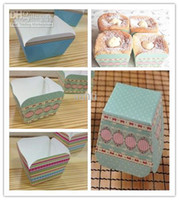 Wholesale Hot selling muffin cups Baking British retro Color stripe Classic blue dot lace square cake box cake cup