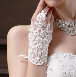 Wholesale Hot Sale Style Bead Lace Fashion Bride Gloves Wrist Length Wedding Gloves