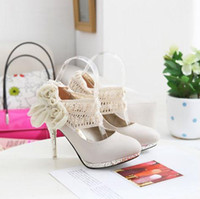 Wholesale Top Selling CM White Crystal Bride Wedding Shoes for Woman with Flowers