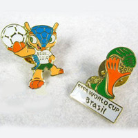 Wholesale 2 cm Brazil World Cup Mascot Armadillo Brooch Sports Souvenir Badge Promotion Gift for Fans FT008