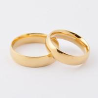 Moda de alta pulido de oro brillante 18k chapado anillos de pareja 316L de acero inoxidable de oro anillos de boda de joyería para los amantes del Día de San Valentín SR00326