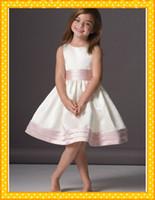 al por mayor ajuste joya-Nueva llegada de 2016 Hasta la rodilla Satén vestido de niña Jewel escote Una línea Flor Con plisado cintura recorte Acentos hermoso de la muchacha del desfile vestidos