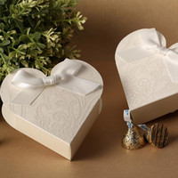 Wholesale Gorgeous White Heart Shaped Embossed Candy Gifts Chocolate Favor Boxes With Bow for Wedding Party