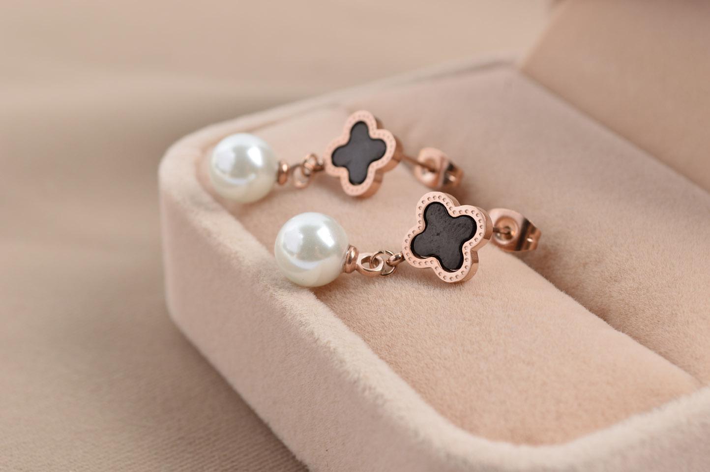 Brand Women Black Shell Clover Flowers Studs Pearls Drop